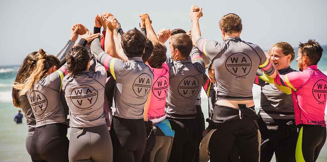 Aprende a surfear en Wavy Surf Camp