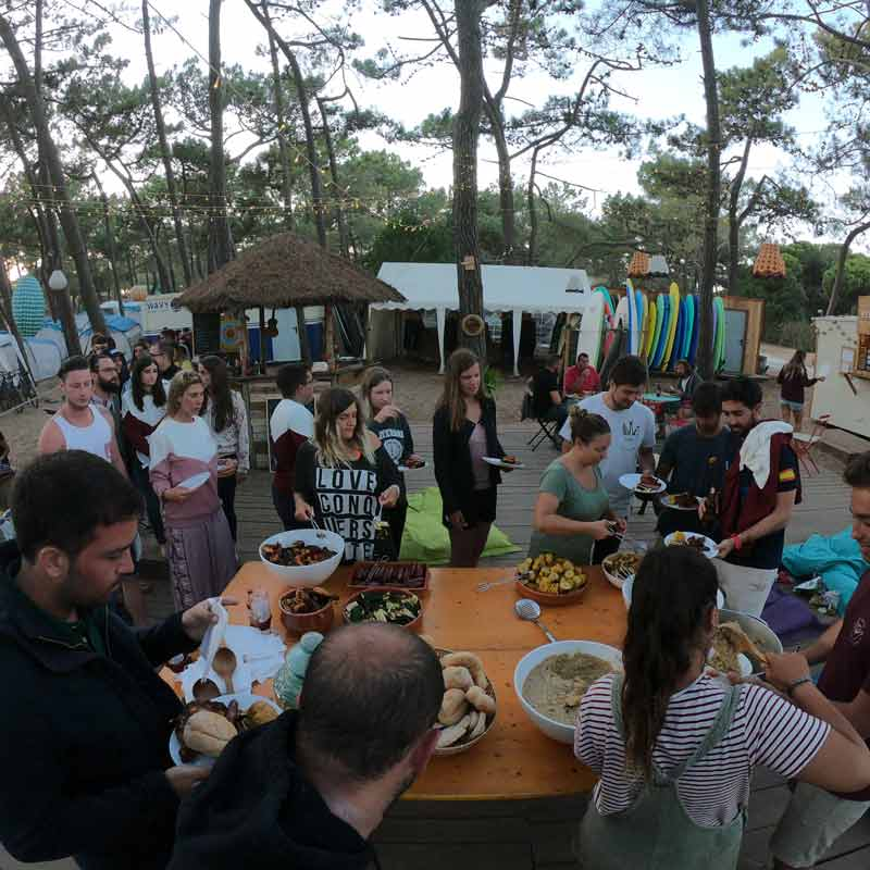 el destino para los surfistas en portugal wavy surf